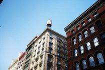 Vista dal basso di Palazzine, New York, Stati Uniti d'America — Foto stock