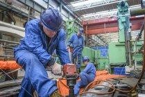Оборудование для бурения во время отключения электростанции — стоковое фото