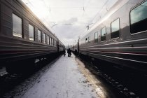 People walking between two trains, Ural, Russia — Stock Photo