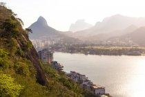 Живописный вид Педра да Гавеа, Родриго де Фастас Лагун, Рио-де-Жанейро, Бразилия — стоковое фото