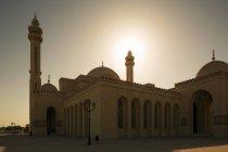 Al Fateh gran mezquita al atardecer, Manama, Bahréin - foto de stock