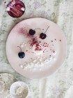 Nouvelle postre de cocina con cerezas - foto de stock