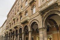 Нижній зору архітектури у Болоньї (Італія) — стокове фото