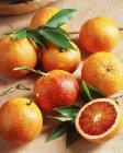 Arance fresche con i fogli, Chiuda sul colpo — Foto stock
