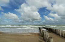 Wooden breakwater and seascape, Domburg, Zeeland, Netherlands — Stock Photo
