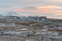 Vista panorámica de los nevados y Valle al atardecer, Mosfell, Islandia - foto de stock