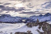 Vue panoramique du paysage d'hiver, en Engadine, Suisse — Photo de stock