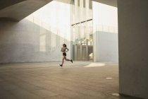 Woman jogging in urban area — Stock Photo