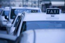 Taxiwagen in der Schlange, piemont, turin, italien — Stockfoto