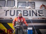 Portrait de l'ingénieur éolien offshore dans le port — Photo de stock