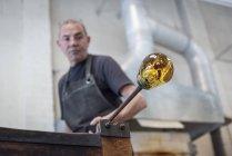Ventilador com grande bolha de vidro quente — Fotografia de Stock