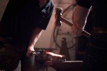 Farriers forging horseshoe on anvil — Stock Photo