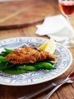 Piatto di pesce e verdure — Foto stock