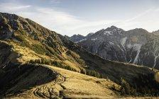 Велосипед горный район, Кляйнвальзерталь, тропы ниже Walser Hammerspitze, Австрия — стоковое фото
