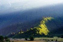 Scenic view of Mazeri Village Area with sunbeams, Caucasus, Svaneti, Georgia — Stock Photo