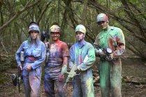 Jogadores de Paintball em paintball desgaste marcado com tinta — Fotografia de Stock