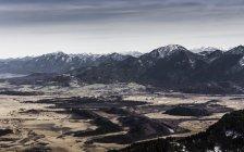 Landschaftsblick auf Berge und Tal, Teufelstattkopf Berg in der Morgendämmerung, Oberammergau, Bayern, Deutschland — Stockfoto