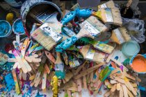 Top view of paint brushes and stirrers in surfboard maker workshop — Stock Photo