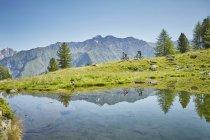 Young couple mountainbiking down hill, Karthaus, Val Senales, South Tyrol, Italy — Stock Photo