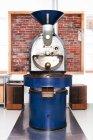 Gros plan de machine de torréfaction du café — Photo de stock
