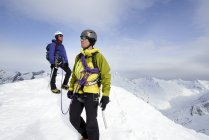 Mountaineers on top of snow-covered mountain looking away, Saas Fee, Switzerland — Stock Photo