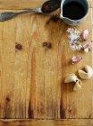L'ail et des biscuits de fortune à bord — Photo de stock