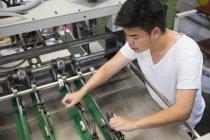 Fabrik-Arbeiter-Arbeitsmaschinen — Stockfoto