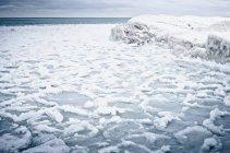 Malerischer Blick auf den gefrorenen See im Winter — Stockfoto