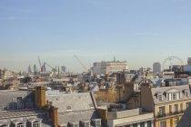 Vista da cidade com telhados — Fotografia de Stock