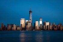 Skyline Манхэттена в ночное время — стоковое фото