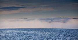 Туман на озере Маджоре — стоковое фото