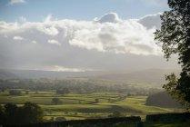 Vista campagna Wensleydale e cielo nuvoloso — Foto stock