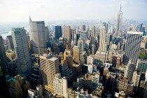 Городской пейзаж Нью-Йорка в ярком солнечном свете — стоковое фото