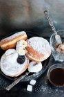 Beignets avec café et sucre — Photo de stock