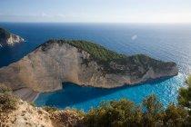 Pittoresca scena di pace con rocce e costa del mare a Navagio zante, Grecia — Foto stock