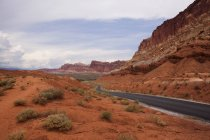 View of rock formations and rural road in Capitol Reef National Park, Torrey, Utah, USA — Stock Photo