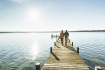 Couple on jetty, Lake Starnberg, Bavaria, Germany — Stock Photo