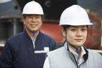 Портрет рабочих на верфи, GoSeong-gun, Южная Корея — стоковое фото