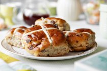 Plate of scones with raisins — Stock Photo