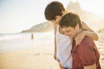 Young couple enjoying sunset, Ipanema Beach, Rio, Brazil — Stock Photo