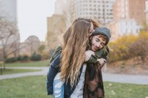 Young couple hugging in park, Boston, Massachusetts, USA — Stock Photo