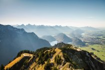 Montanha com vista para a paisagem — Fotografia de Stock