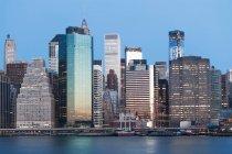 Манхеттен в сутінках — стокове фото