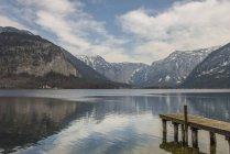 Molo di legno su Hallstatter See, Hallstatt, Austria — Foto stock