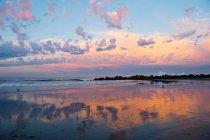 Paysage nuageux sur l'eau de l'océan — Photo de stock