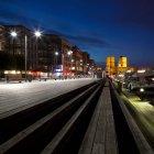 Observando a vista de Aker Brygge e Oslo City Hall — Fotografia de Stock