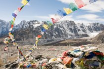 View of Prayer flags and mount everest — Stock Photo