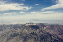 Аэрофотоснимок Скалистых гор под пасмурно небо — стоковое фото