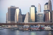 Нью-Йорк skyline і міст — стокове фото