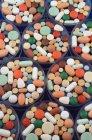 Primer plano inyección de pieles, medicamentos y suplementos - foto de stock